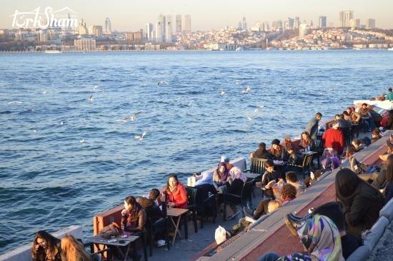 أوسكودار التركية باسطنبول تجذب السياح بساحلها