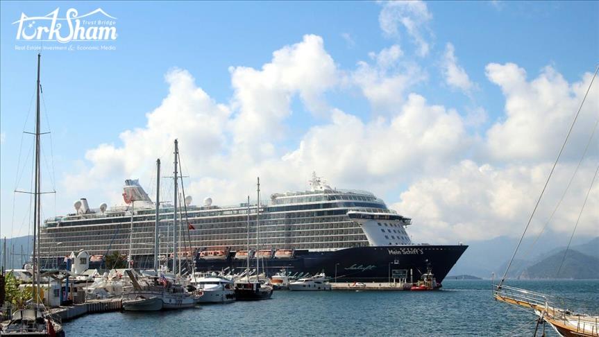 وصول اول سفينة سياحية