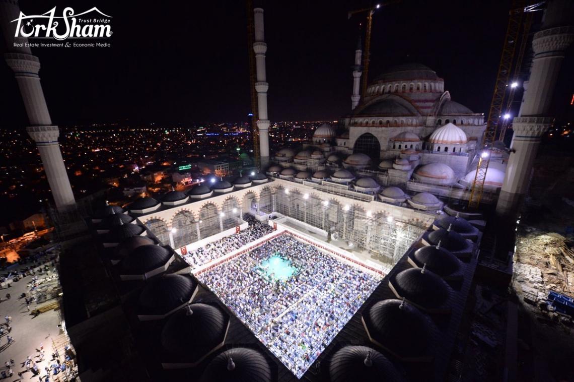 مساجد إسطنبول في أول صلاة تراويح و أضواء